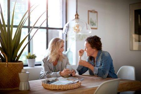 Žárovka LED Philips Globe Classic Gold E27 2000K 5W = 25W dekorativní 8718696768082
